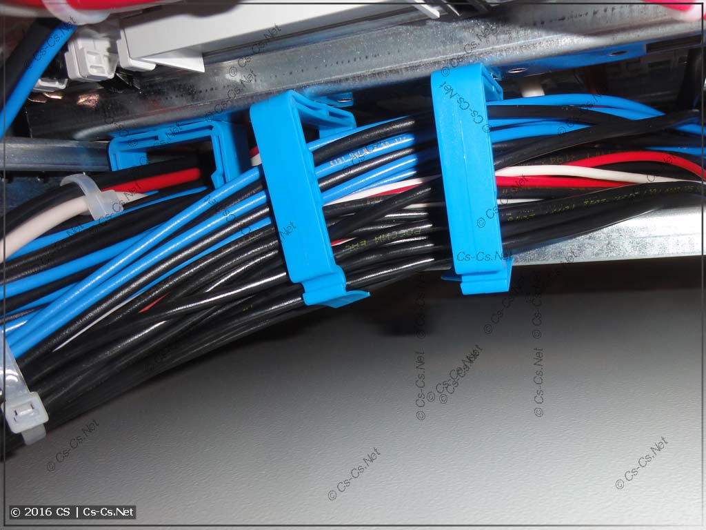 Очень много проводов в держателях ED45P10