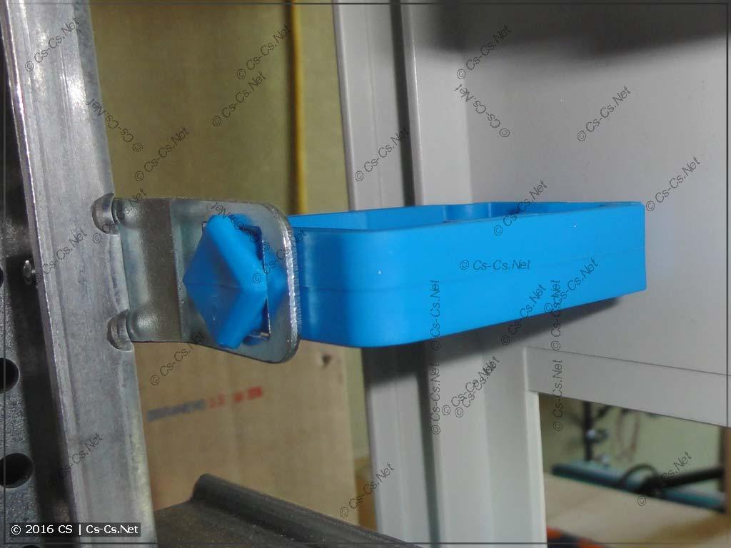 Держатель проводов ED45P10 в адаптере ED57P10 под пластроном