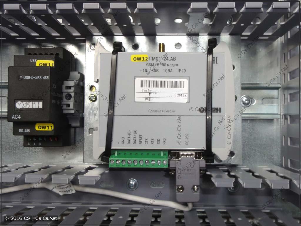 Модем ОВЕН ПМ01 установлен боком на DIN-рейку