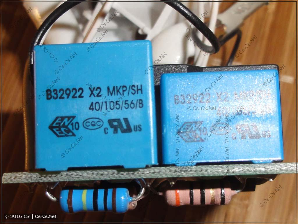 Внутренности реле Zubr/Rbuz - конденсаторы питания