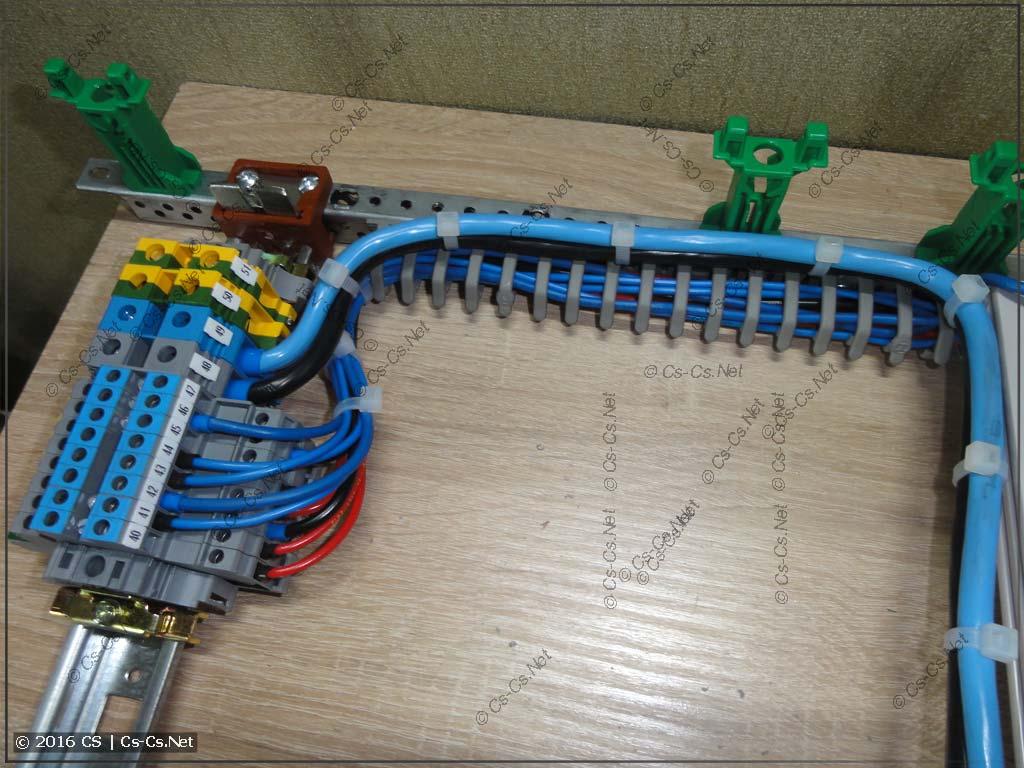 Укладка проводов в маленьком коробе по краю EDF профиля