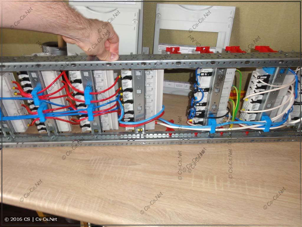 Толщина WR-профиля позволяет использовать держатели ED44 для проводов