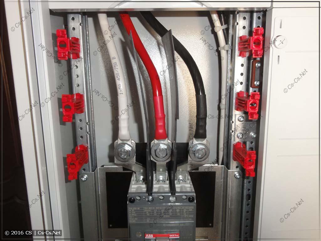 Подключеник кабелей к автомату TMax XT на выводах ES