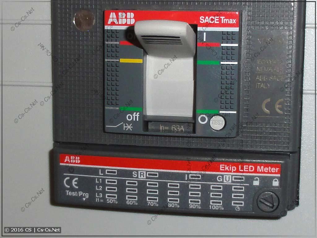 Панель EKip LED Meter, установленная на TMax XT2
