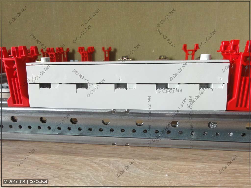 Шинный изолятор ZB5 встал на WR-профиль и закрывается пластроном