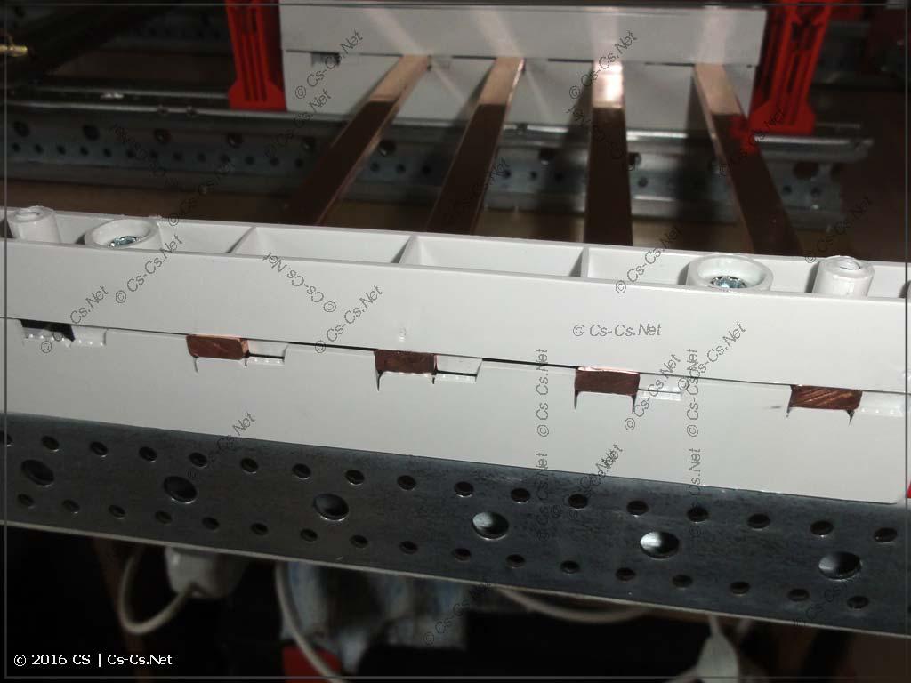 Шины зафиксированы в держателе ZB5 и не торчат с боков