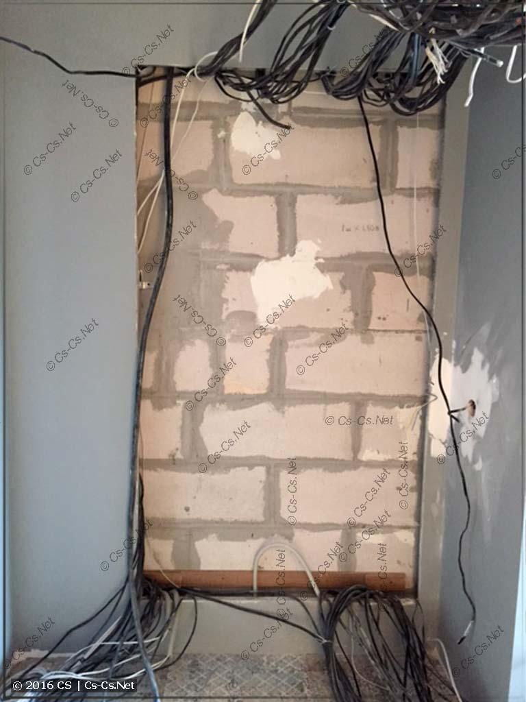 Стена и ниша подготовлена для установки щита на WR-раме