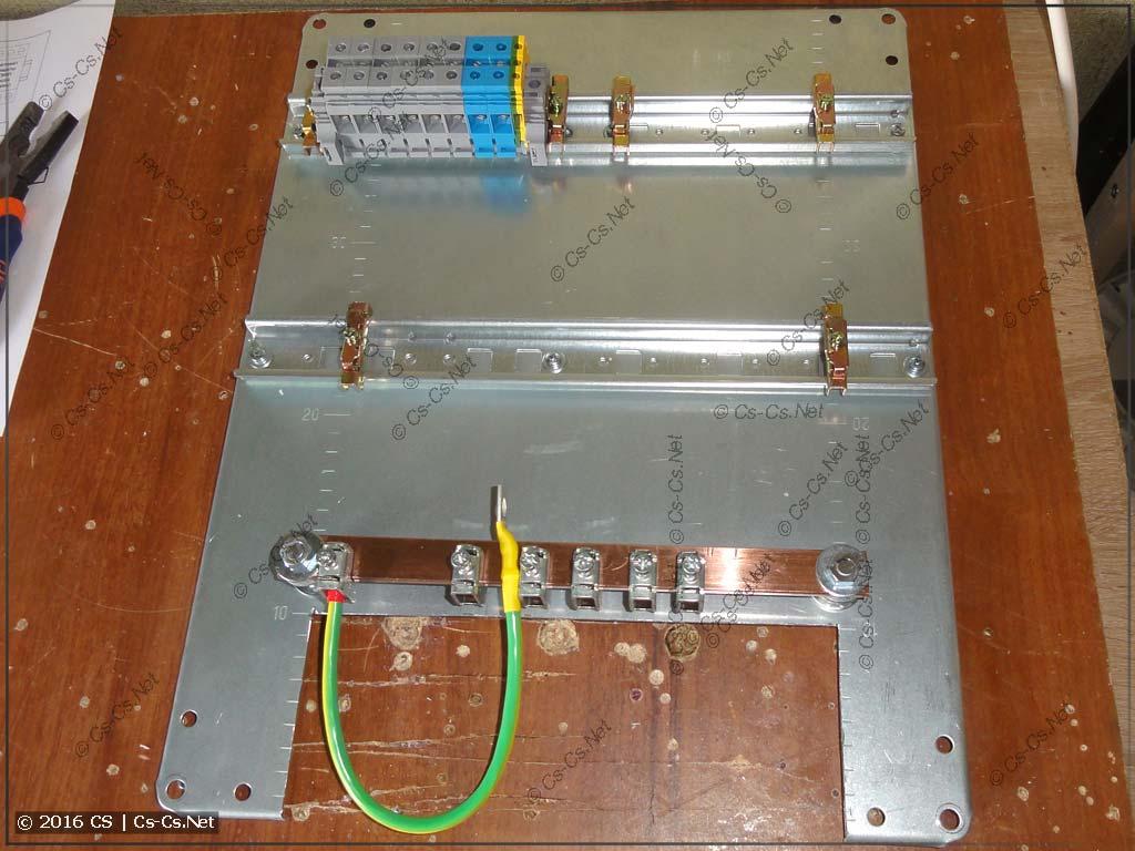 Монтажная панель с клеммами для подключения УЗИП и шиной ГЗШ