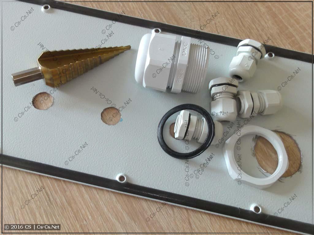 Ступенчатое сверло и отверстия, сделанные им для кабельных вводов PG