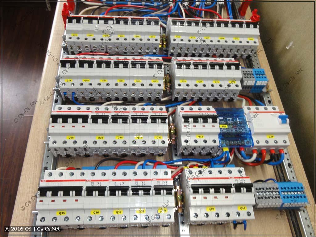 Автоматы защиты отходящих линий (трёхфазная бюджетная схема)