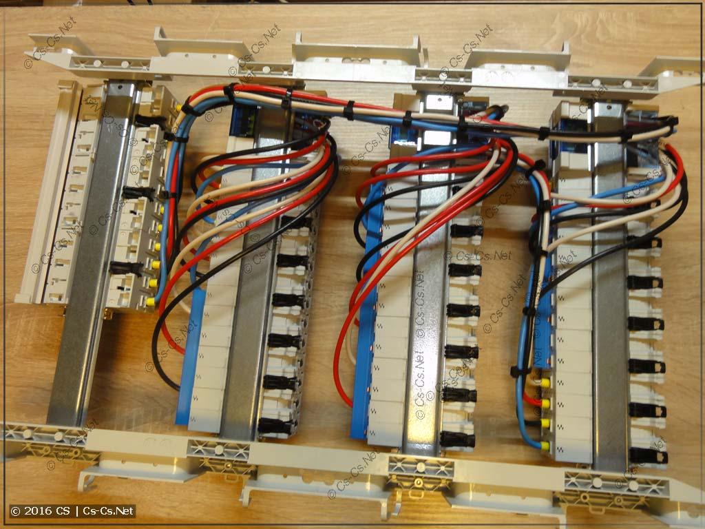 Силовая часть щита (УЗОшки и автоматы по трёхфазной бюджетной схеме, вид сзади)