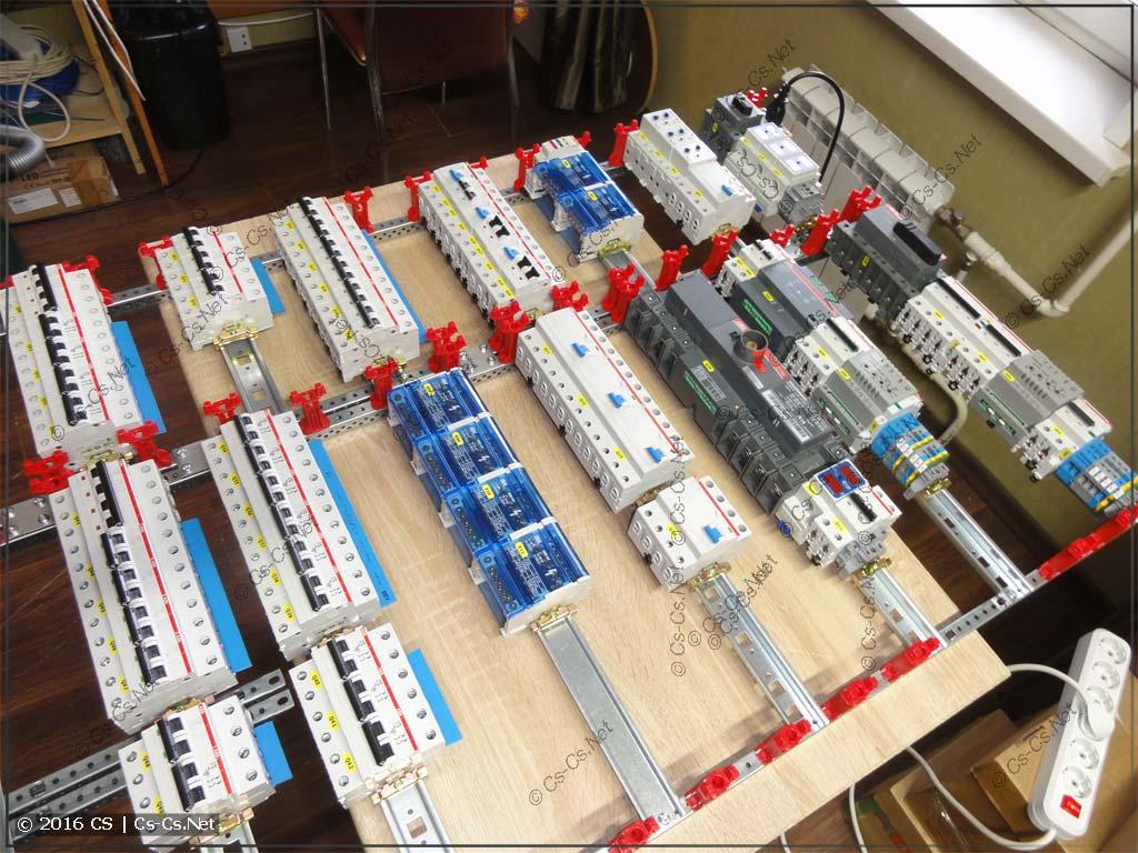 Все компоненты поставлены на DIN-рейки и можно собирать!