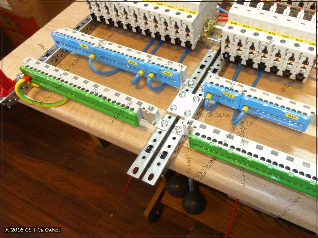 Щит в Раменское на EDF-панели (нулевые шины на держателях ZK14)