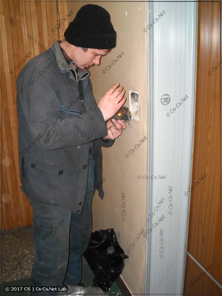 2009 год. Какая-то мутная замена кнопок и кабины лифта