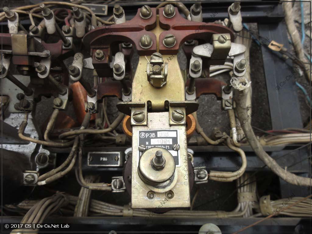 Остатки старой станции управления (реле времени РЭВ818)