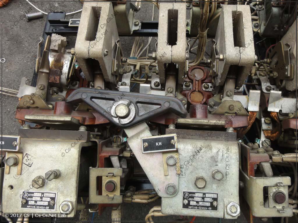 Остатки старой станции управления (контакторы КТПВ62)