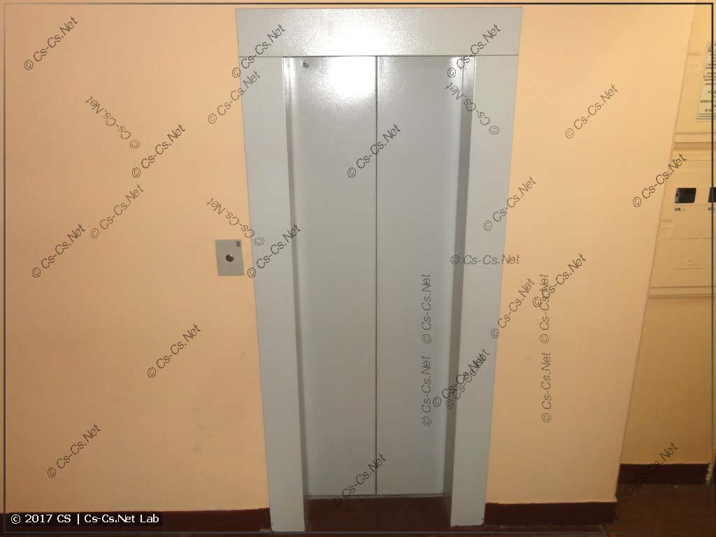 Новый портал дверей лифта на этаже