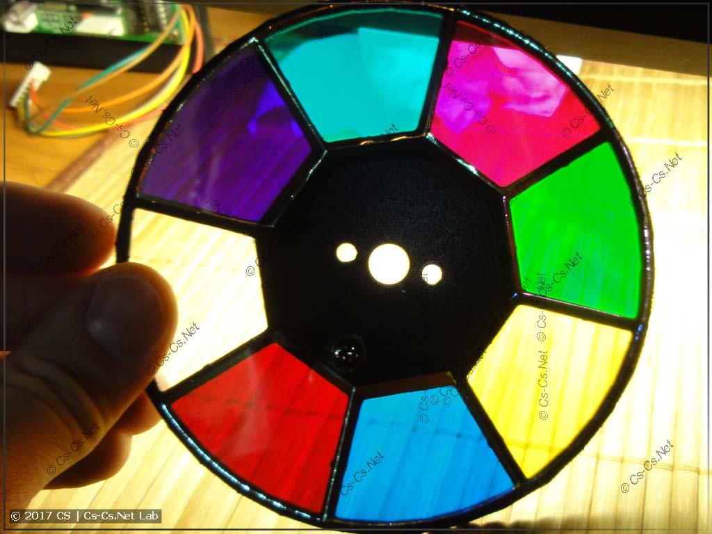 Очистили диск со светофильтрами от пыли и грязи