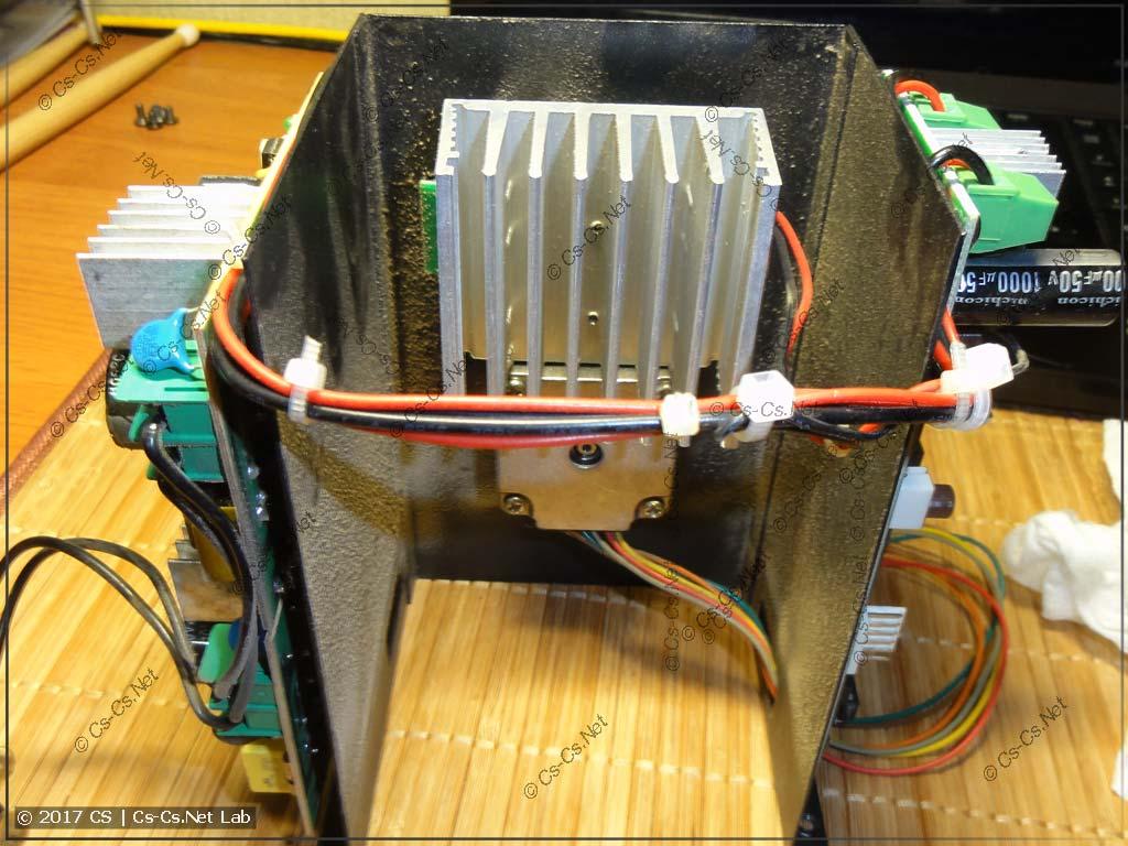 Радиатор охлаждения светодиода (и мотор привода цветов)
