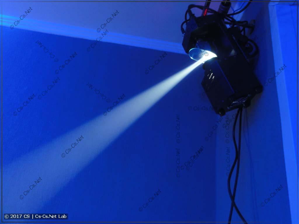 Сканер ShowLight SSD90 в работе - светит ярко!