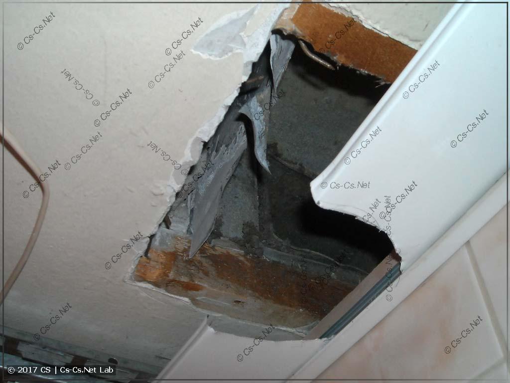 Вырезали в потолке отверстие под новый вентилятор