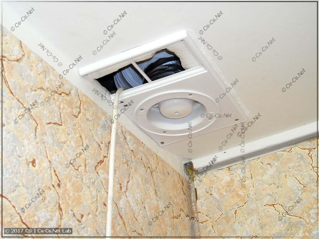 Установленный вентилятор в туалете