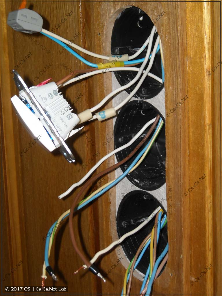 Процесс соединения проводов