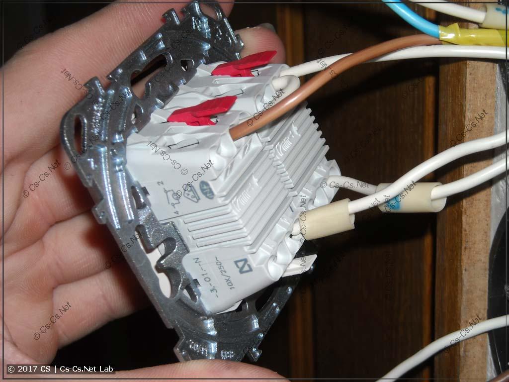 Подключаем выключатели UNICA