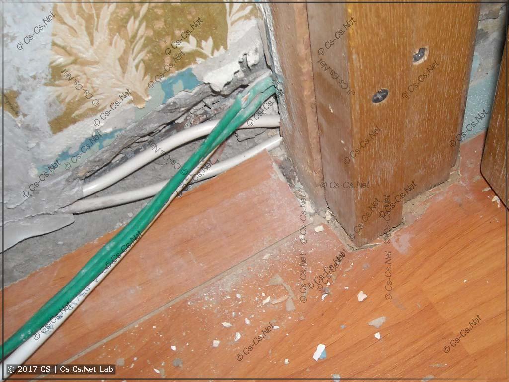 Около дверной коробки ламинат пришлось подламывать