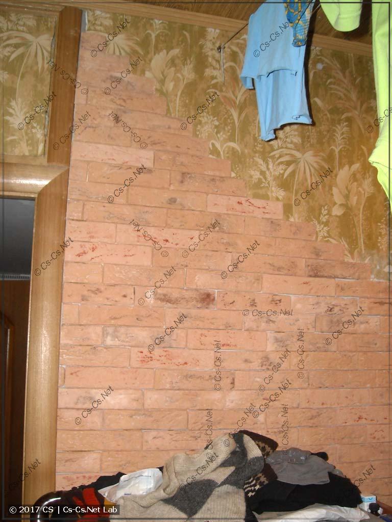 Кладка гипсовой плитки Casavaga у старой стены