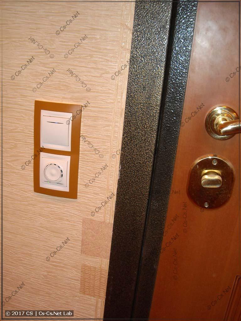 Новые кнопки и термостат UNICA в коридоре