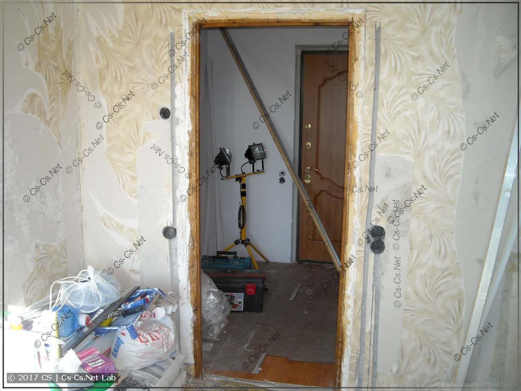 В комнате сделаны новые штробы