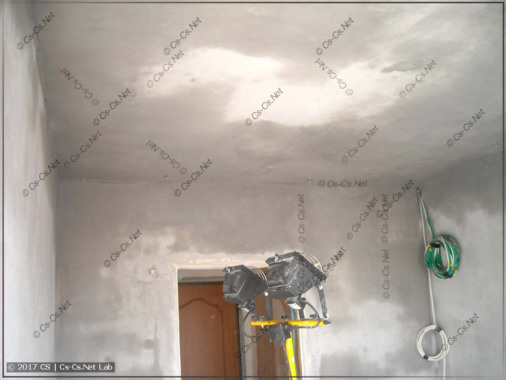 Потолок пройден ротбандом и сохнет
