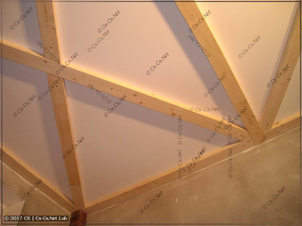 Доски на потолок смонтированы начисто