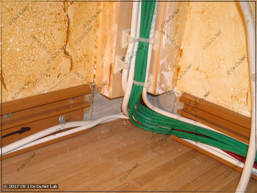 Опускаем кабели из вертикалей и укладываем их в короба Malpro