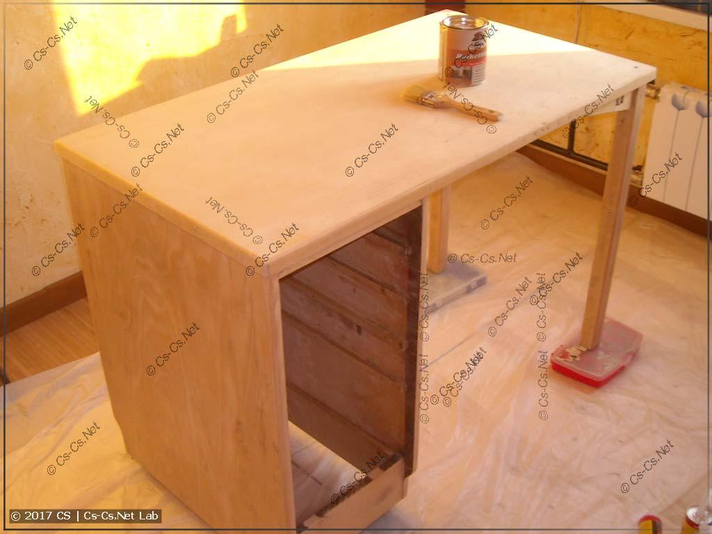 Старый стол отшлифован и готов к покраске