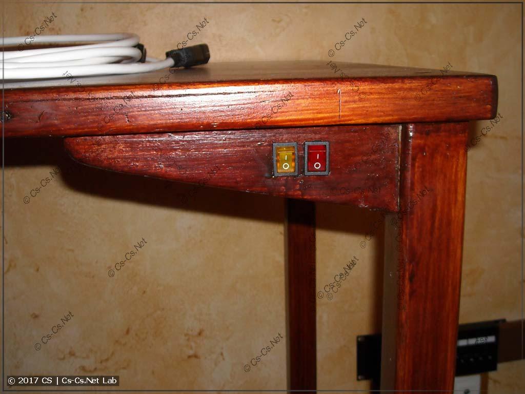 Монтируем новые выключатели в стол