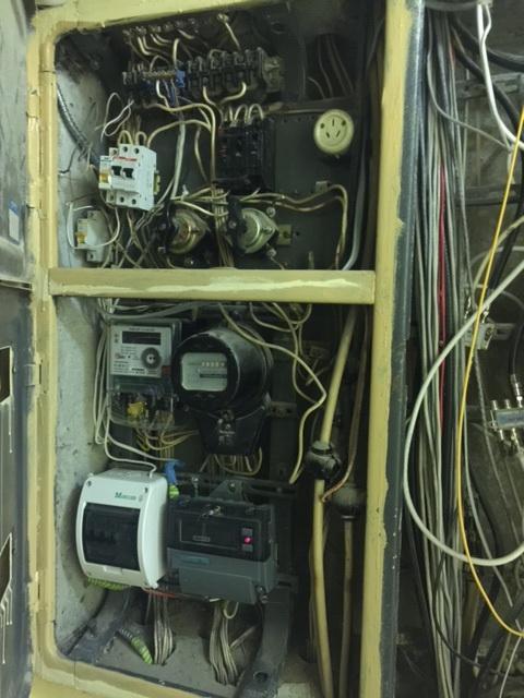 Этажный щит в старом доме с электроплитами (другая фотка)