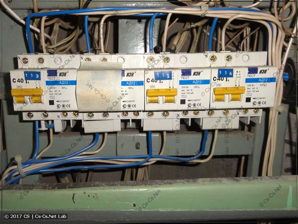 Вводные дифавтоматы от ИЭК в этажном щите
