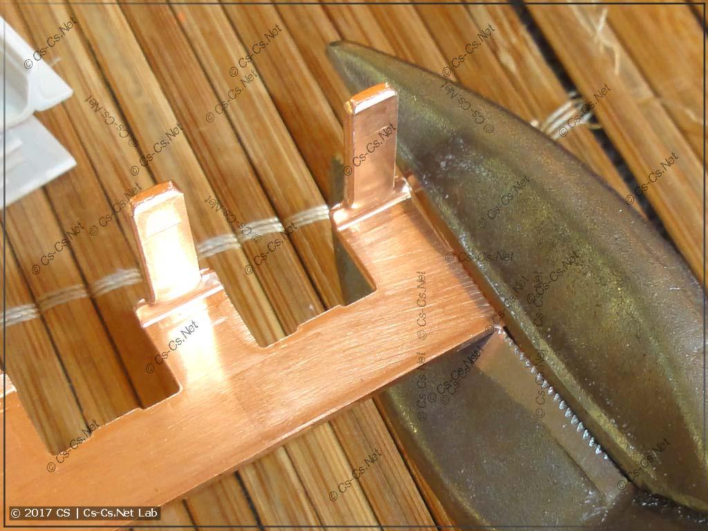 Обрезаем лишние края металла у гребёнки