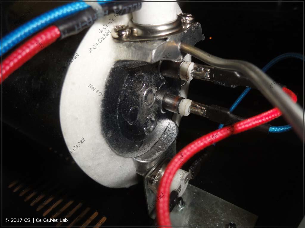 Нагреватель-испаритель и его термостаты: рабочий и защитный