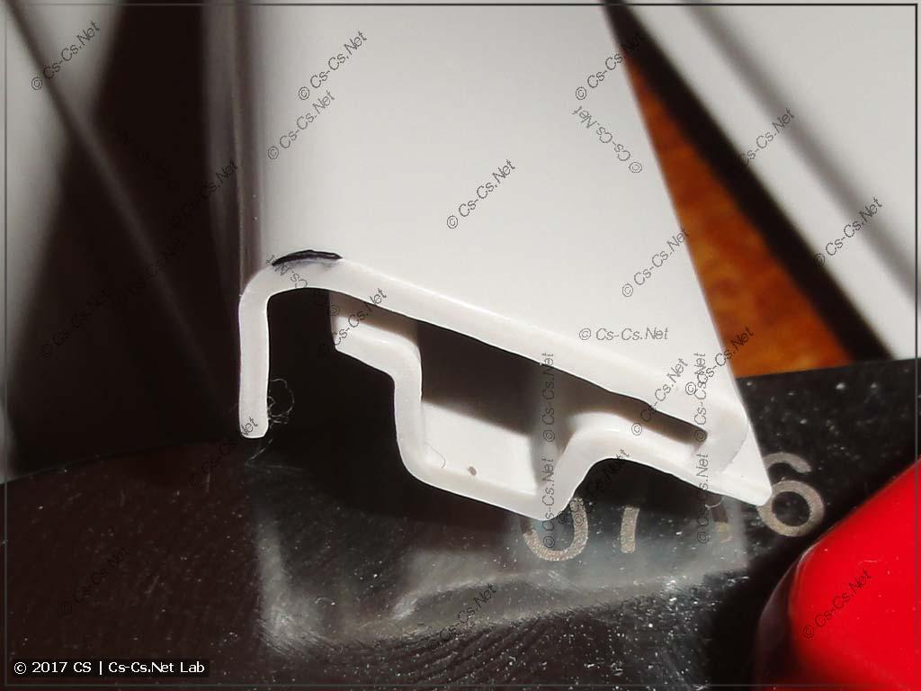 Срез гребёнки при помощи ножниц для пластиковых труб