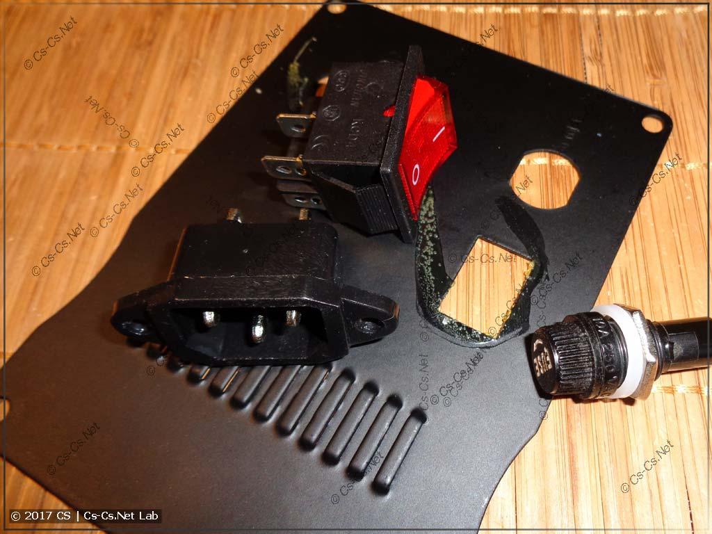 Переделываем ввод кабеля питания и выключатель