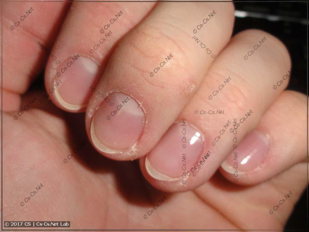 Ногти вместе с защитным лаком