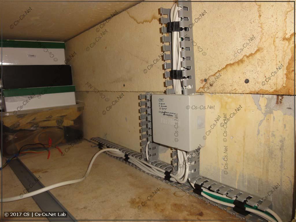 Проряжаем кабельные трассы в антресолях