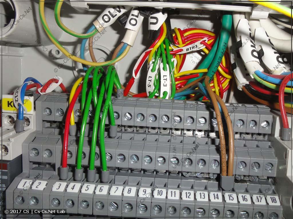 Ура! Подключили первый кабель к щиту автоматики!