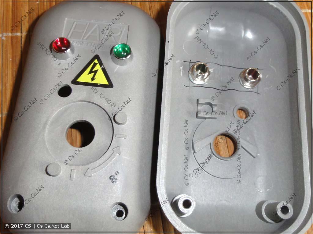 Устанавливаем держатели лампочек на корпус сервопривода кранов FAR