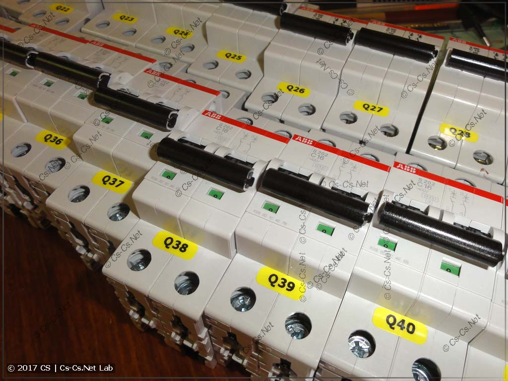 Компоненты внутри щита промаркированы при помощи принтера