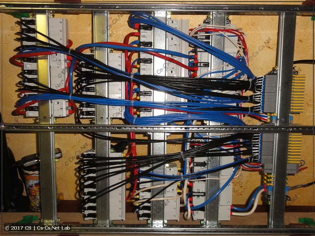 Задняя часть щита и провода до клемм