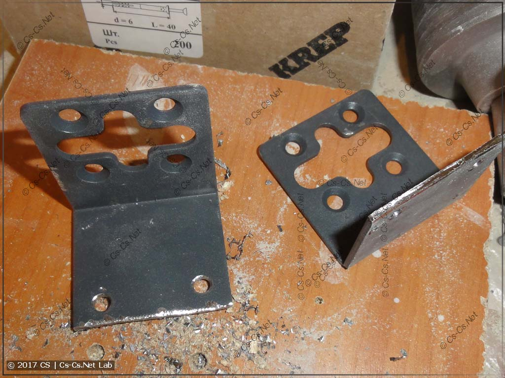 Доработали крепления свитча (коммутатора) так, чтобы прикрепить его на ровную панель
